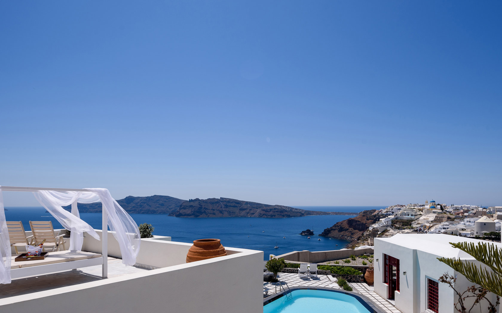 Oia Santorini Hotel Suites with sea view