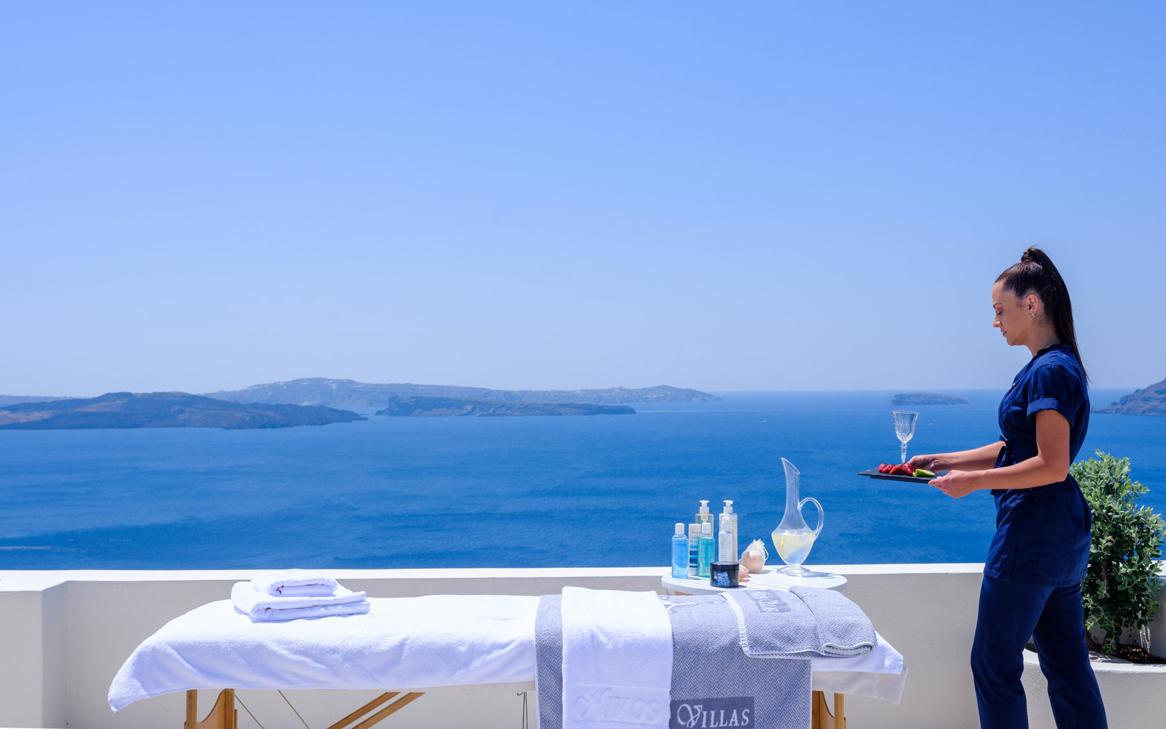 SLuxury Suites in Oia Santorini – The Bathroom